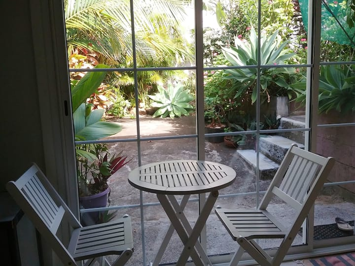 Studio in Saint-Pierre, with enclosed garden and WiFi - 5 km from the beach