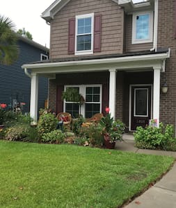 4 bed home,off Hwy 17 and 15 min from beach! - Mount Pleasant - House