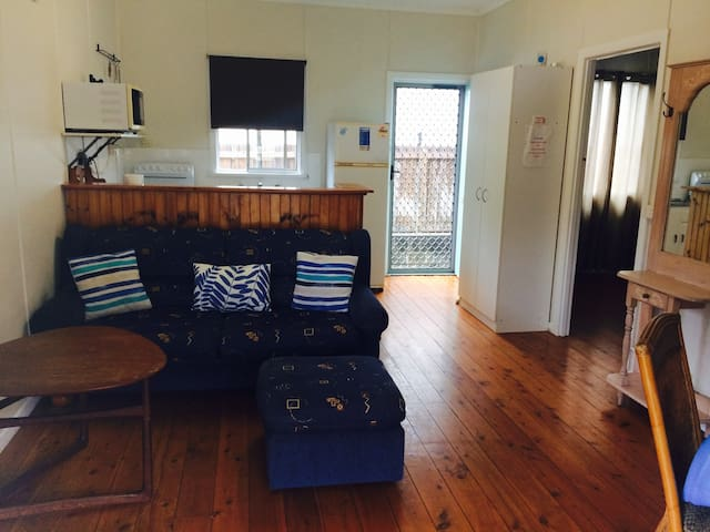 Sea Dog Shack Coolangatta  (pet Friendly)