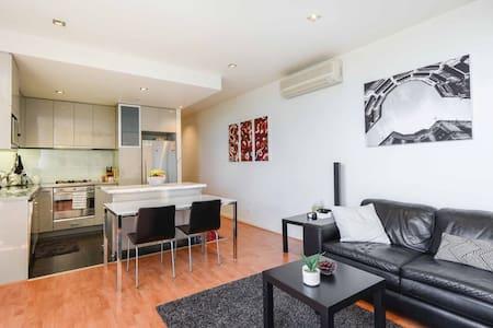 *NEW* 1BR 1BTH Lavish Luxury in Heart of Melbourne - Melbourne
