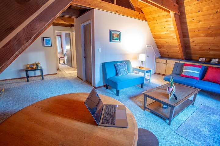 Adorable entire cabin loft: 2 Rooms / Private bath
