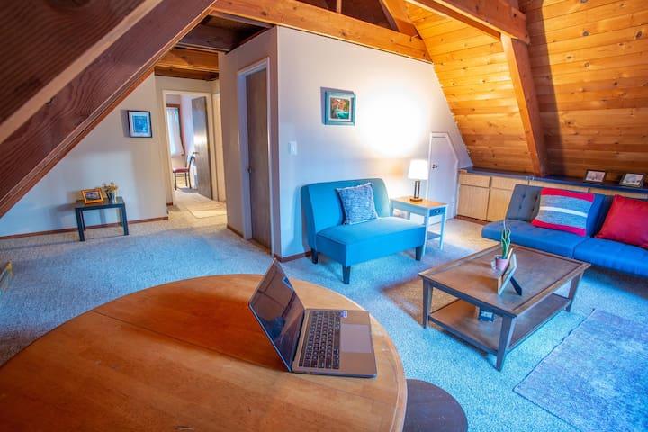 2nd floor Living Room / Open Space (Futon)