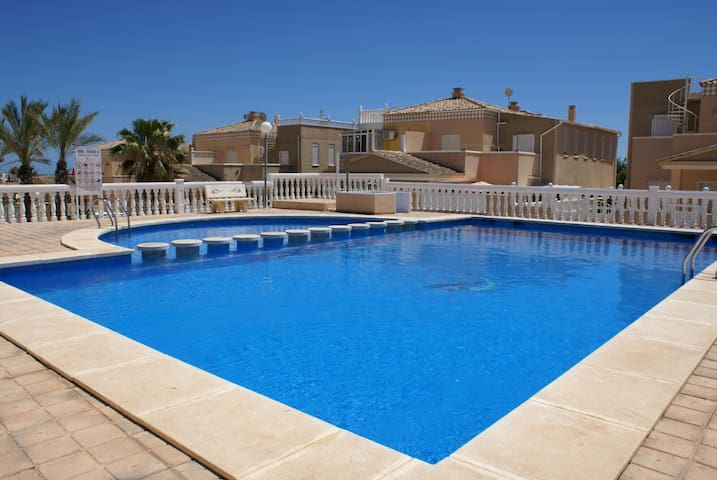 Luxurious villa with pool and 500m from the beach! - Torrevieja - วิลล่า