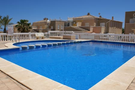 Luxurious villa with pool and 500m from the beach! - Torrevieja - Villa