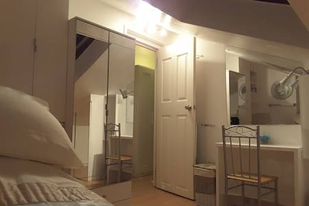 Lovely Single Room Available To Rent In Cheshunt - Cheshunt - 獨棟