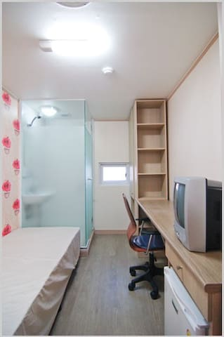 Private Hostel in Sinchon & Hongdae 1(FULL OPTION)