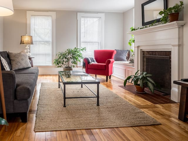 Light-Filled Apartment in Ideal Location
