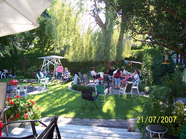 Large yard for weddings, birthdays & anniversaries