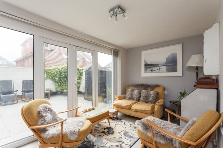 Double Room (B) in Edwardian House by Beach