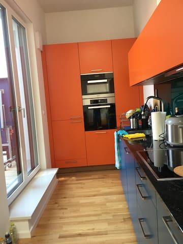 Schöne neue Dachgeschoss Wohnung