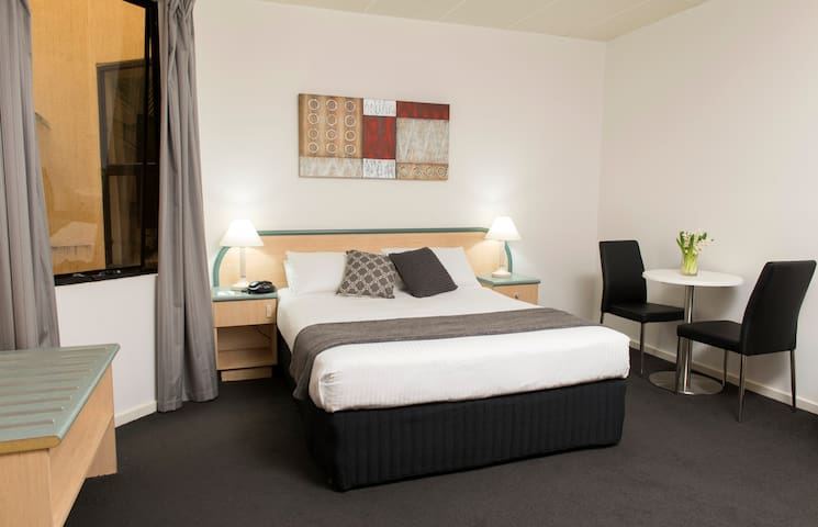Riviera Standard Queen Room - Adelaide - Bed & Breakfast