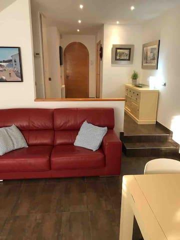 Salón con sofá cama , TV , aire acondicionado, wifi.