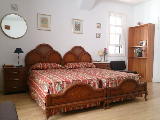 Independent room in Algorta, 5m. walk to the beach - Getxo - Dom