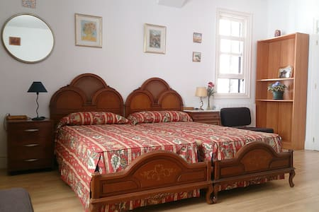 Independent room in Algorta, 5m. walk to the beach - Getxo - Hus