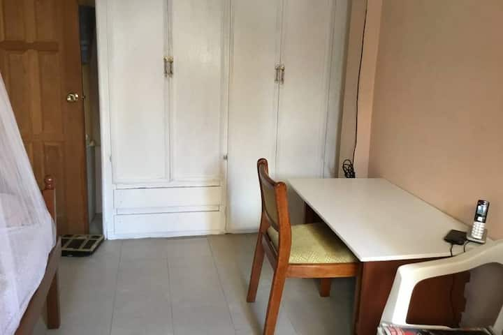 Single room #2 in quiet, safe apartment in Diamond