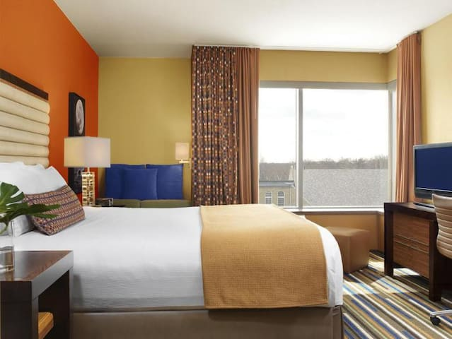Relaxing Double Superior Double Bed At Downtown