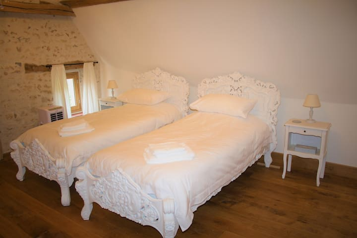 Signature Twin Room with Ensuite B&B