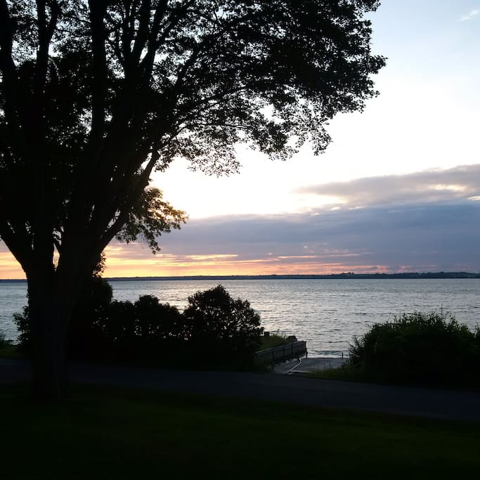 Compostela Waterfront Cottage - Sunsets to die for