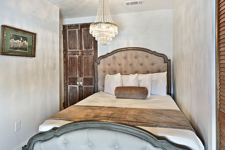Bedroom #2:  empire crystal chandelier and Tempurpedic mattress for maximum comfort.  600 thread linens used, just like in all 5-star hotels.