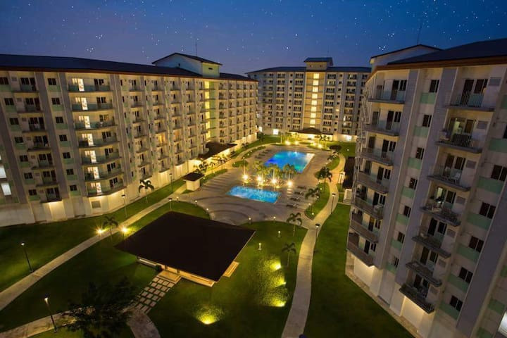 Field Residences :STAYCATION near NAIA :WIFI&Cable