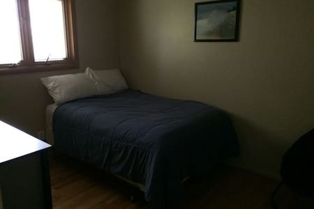 Spacious and Cozy bedroom - Fort Collins