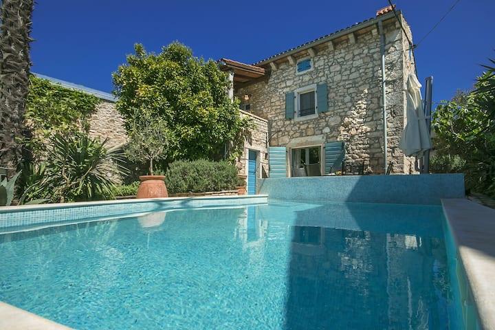 Villa Annette met privé zwembad