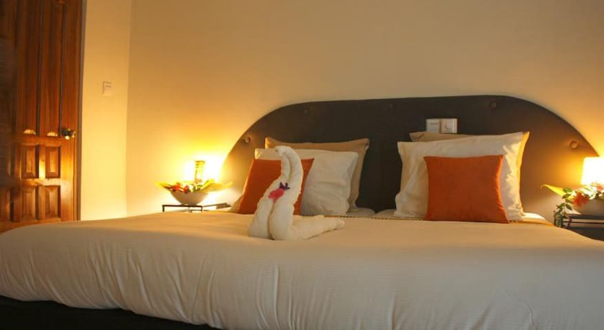 Ixora - Cheers Guesthouse dbl room - Accra - Bed & Breakfast