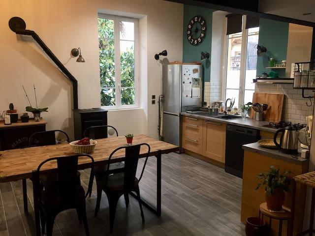 Loft moderne dans maison niçoise - parking - Nice