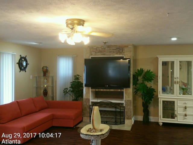 Plush Vacation Rental A3- Room & Bath &  1 Parking