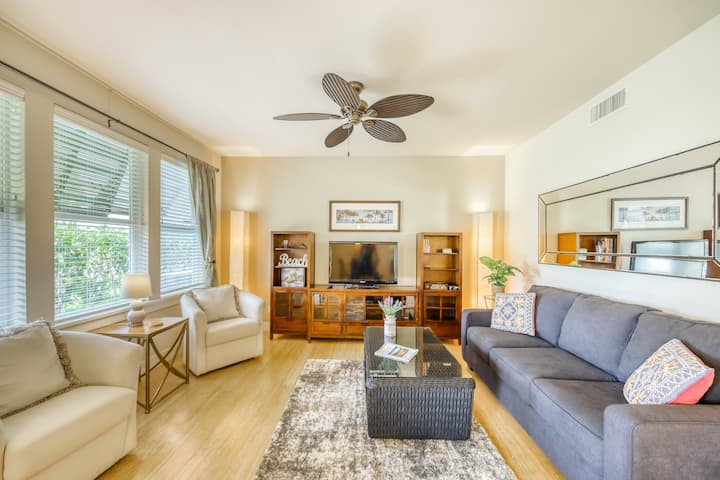 Serene, golf course-adjacent getaway w/ a shared pool, central A/C, & free WiFi