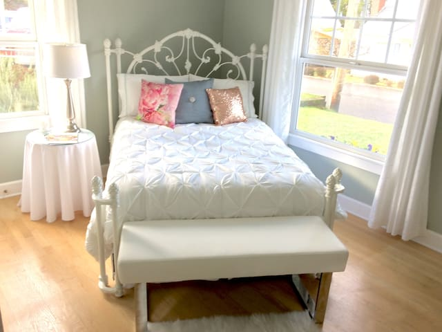 Comfy Bedroom + Private Bathroom-No Cleaning Fee!