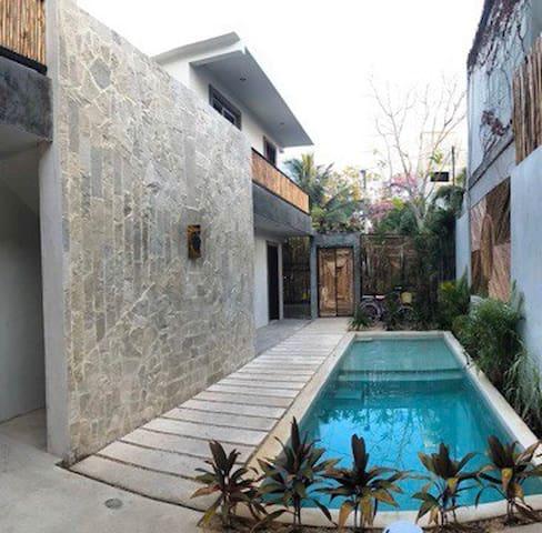 Céntrico estudio + piscina ( casa Aurora)