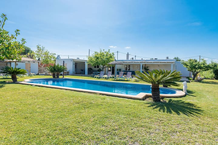 Idyllically situated finca with pool - Can LLobera Torrens