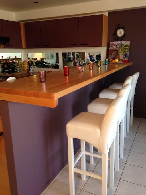 Le bar et la cuisine