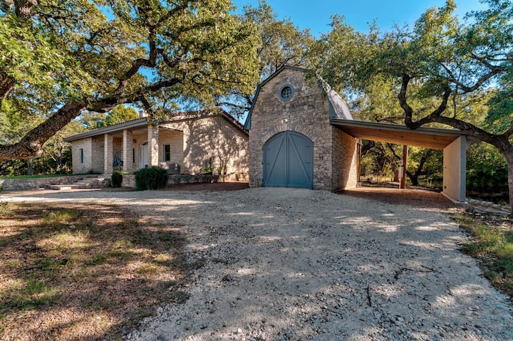 Hill country retreat on 5 acres with 2 King suites