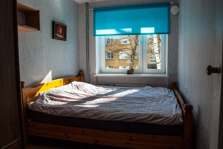 Little room with big bed for rent. - Pärnu - Appartement
