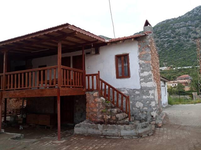 Kapaklı Köyü 2 Kişilik Yataklı Oda Butik Taş Ev