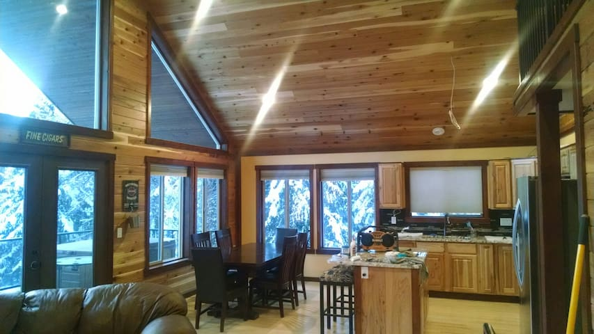 Priest Lake Custom Cabin