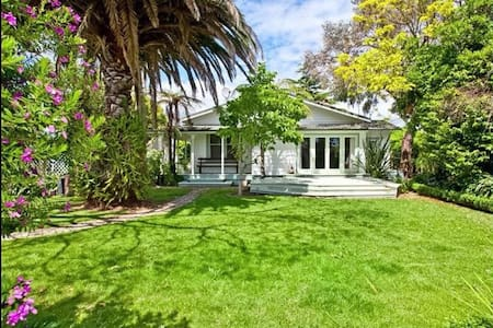 Private gardens and great location - Whakatane - Ev