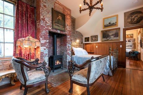 Sara Tracy House, Whitman Room