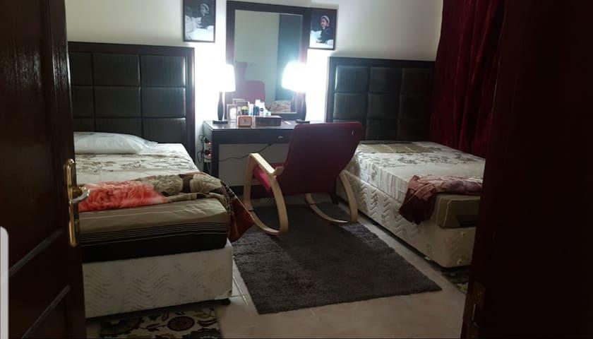 Top quality stay near Villagio mall