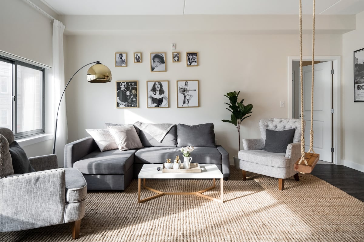 Philly All-Stars—Chic Central Apartment in Society Hill