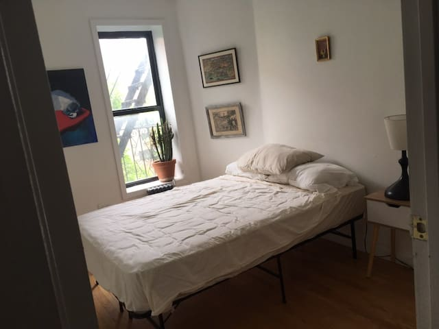 Sunny Room in East Harlem