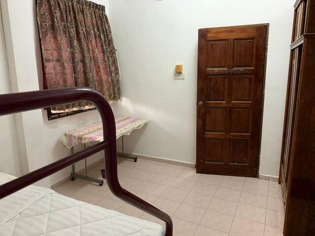 Bedroom 3- queen bed