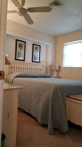Berkley By The Sea - Paradise!  Summer Specials! - Ormond Beach - Ház
