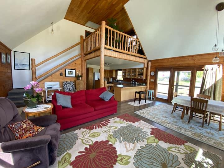 Charming Log Home in Bridger Mountain Foothills