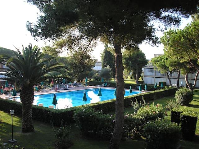 BILOCALE DOPPIA VERANDA CON PISCINA - Marina di Bibbona - Apartment
