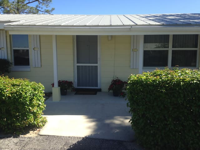Lake cottage, Golf getaway,  Avon Park Fl 33825