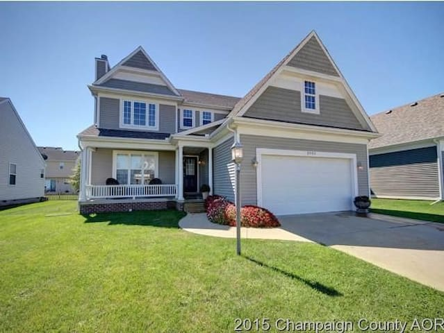 Great house close to nearby park!