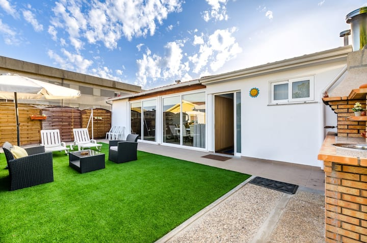 Sunny House (Clean & Safe Certified)